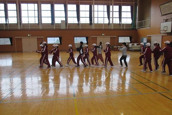 ⑨即興で群舞b600.jpg